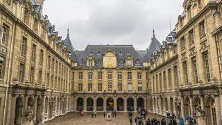 Τα γαλλικά πανεπιστήμια προσφέρουν περισσότερα μαθήματα στην αγγλική γλώσσα για να προσελκύσουν ξένους φοιτητές