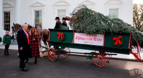 Με άμαξα έφτασε και εφέτος το χριστουγεννιάτικο δέντρο στον Λευκό Οίκο