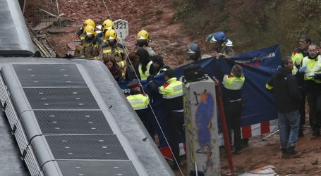 Ένας νεκρός και 49 τραυματίες κατά τον εκτροχιασμό τρένου