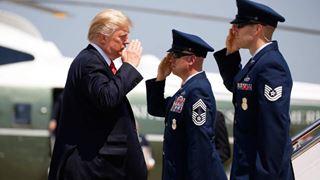 Ο Τραμπ άφησε να εννοηθεί ότι θα επισκεφθεί το Αφγανιστάν