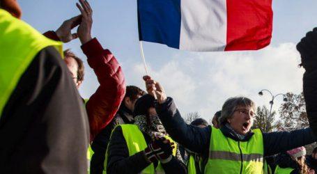 Σε εξέλιξη διαδήλωση των «κίτρινων γιλέκων»