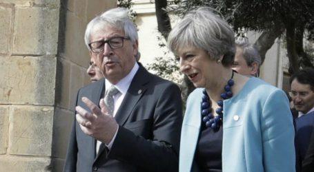 Ο Γιούνκερ υποδέχεται την Μέι την παραμονή της συνόδου για τη συμφωνία του Brexit