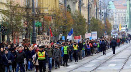 Χιλιάδες φοιτητές στους δρόμους υπέρ του πανεπιστημίου του Τζορτζ Σόρος
