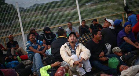 Εκατοντάδες μετανάστες στην Τιχουάνα επιχείρησαν να διασχίσουν τα αμερικανικά σύνορα