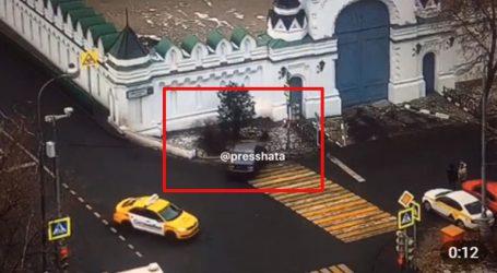 Η στιγμή που BMW συντρίβεται πάνω σε εκκλησία της Μόσχας
