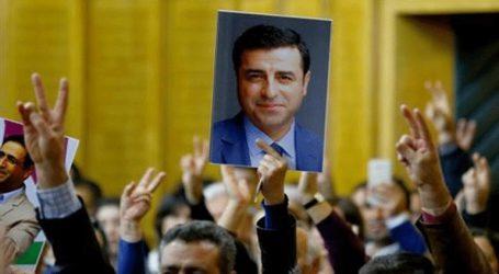 Δικαστήριο αποφάσισε ότι ο κούρδος πολιτικός Ντεμιρτάς θα παραμείνει στη φυλακή