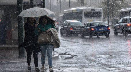 Δυνατή καταιγίδα σαρώνει την Αθήνα