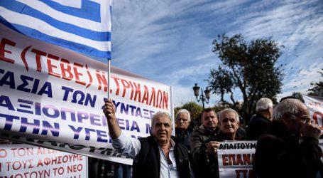 Συγκέντρωση διαμαρτυρίας συνταξιούχων στην πλατεία Κλαυθμώνος