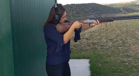 Η Γιούλη πήρε το όπλο της!