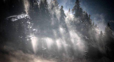 Εικόνες που μαγεύουν από το χιονισμένο Περτούλι