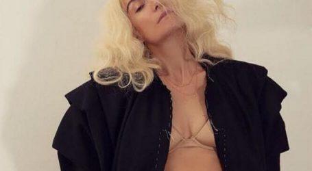 Αγνώριστη η Βίκυ Καγιά σε φωτογράφηση για περιοδικό μόδας!