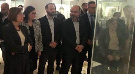 Ανήλικοι κρατούμενοι ξεναγήθηκαν στο Εθνικό Αρχαιολογικό Μουσείο