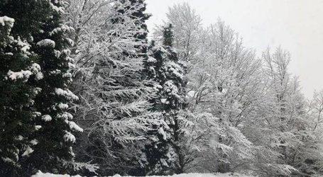 Ντύθηκαν στα λευκά τα ορεινά χωριά της Φθιώτιδας