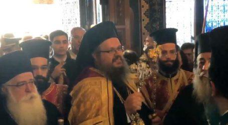 """Βίντεο: """"Άξιος, άξιος!"""" – Η στιγμή της εισόδου του Μητροπολίτη Λαρίσης Ιερωνύμου στον Άγιο Αχίλλιο"""