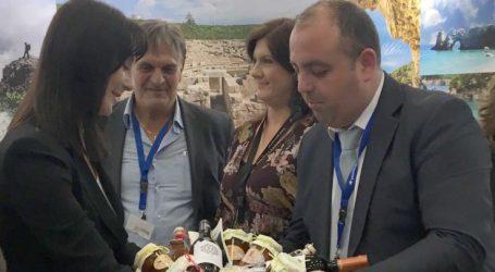 Καλάθι με προϊόντα του δήμου Τεμπών στην υπουργό Τουρισμού Έλενα Κουντουρά