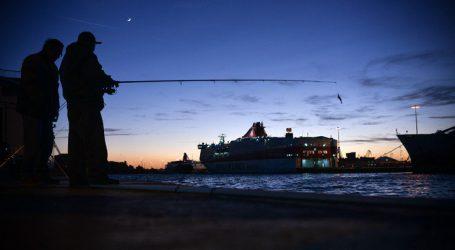 Πίσω στο λιμάνι του Πειραιά λόγω βλάβης το Flying Dolphin ΧVII