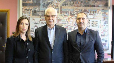 Επίσκεψη της προέδρου ΠΟΕΣΥ Ελενας Ριζεάκου στον δήμαρχο Λαρισαίων