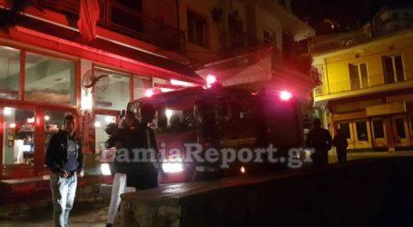 Γέμισε καπνούς το κέντρο της Λαμίας από φωτιά σε καμινάδα