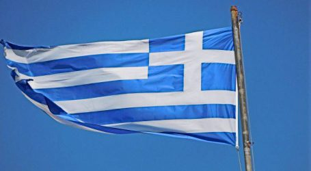 Κατέβασαν την ελληνική σημαία από χωριό της Κρήτης