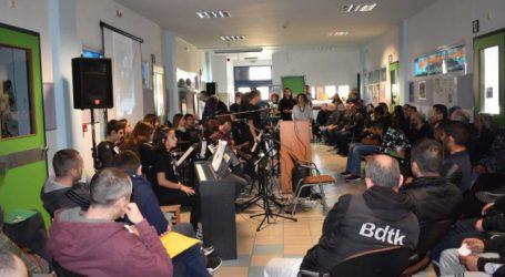 Μουσική συνάντηση στο σχολείο φυλακής – Δύο σχολεία γιόρτασαν μαζί την Επέτειο του Πολυτεχνείου