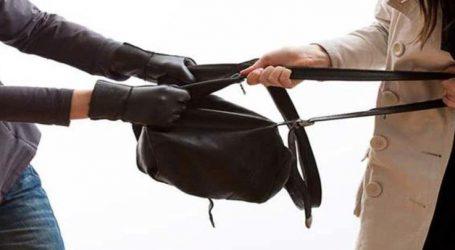 Στα πράσα 29χρονος στη Λάρισα να κλέβει γυναικεία τσάντα σε πλατεία