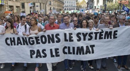 Χιλιάδες άνθρωποι διαδήλωσαν για την κλιματική αλλαγή