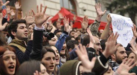 Χιλιάδες πολίτες διαδήλωσαν κατά του αποτελέσματος των εκλογών