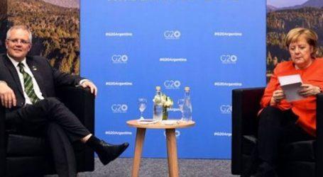 Σάλος με το… σκονάκι της Μέρκελ στη συνάντησή της με τον Αυστραλό πρωθυπουργό