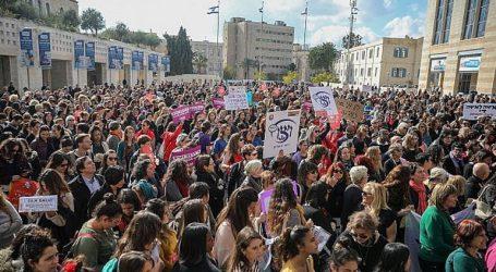 Οι γυναίκες απεργούν και διαδηλώνουν καταγγέλοντας τη βία σε βάρος τους