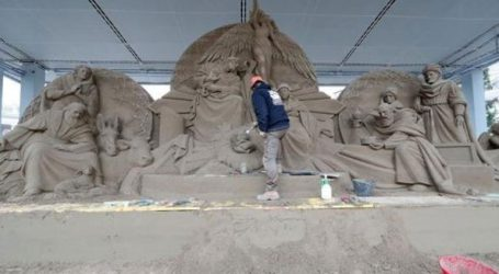 Μία φάτνη από 720 τόνους άμμου στην πλατεία του Αγίου Πέτρου
