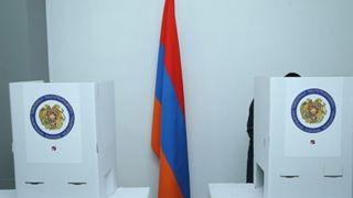 Άνοιξαν οι κάλπες για τις πρόωρες εκλογές στην Αρμενία