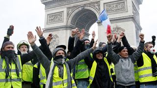 Η πολιτική εκμετάλλευση στο εξωτερικό της κρίσης ανησυχεί το Παρίσι