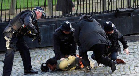 Συνελήφθη άνδρας έξω από το κοινοβούλιο-Αστυνομικός έκανε χρήση αναισθητοποιητικού όπλου