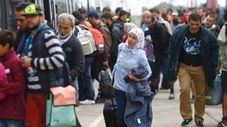 Ο αντικαγκελάριος της Αυστρίας ζητεί απαγόρευση κυκλοφορίας το βράδυ για τους πρόσφυγες