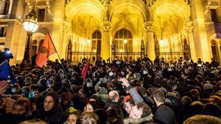 Τρίτη νύχτα διαδηλώσεων εναντίον του νέου νόμου για τις εργασιακές σχέσεις
