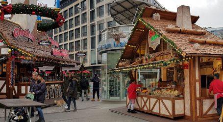 Λαμπερά Χριστούγεννα στην αγορά της Φρανκφούρτης υπό δρακόντεια μέτρα ασφαλείας