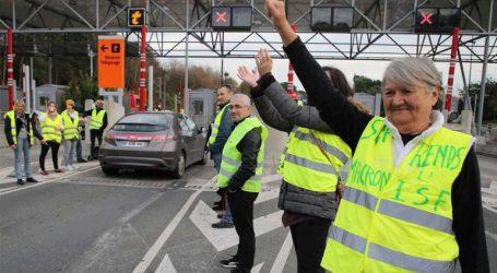 Γαλλία: Χάος στους αυτοκινητοδρόμους – Τα «κίτρινα γιλέκα» πυρπολούν διόδια