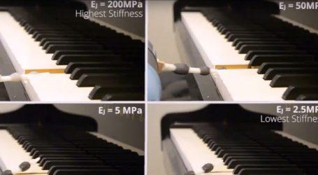 Δημιουργήθηκε το πρώτο ρομποτικό χέρι που παίζει πιάνο!