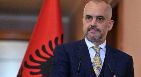 Πέταξαν αυγό στον Ράμα μέσα στο αλβανικό κοινοβούλιο