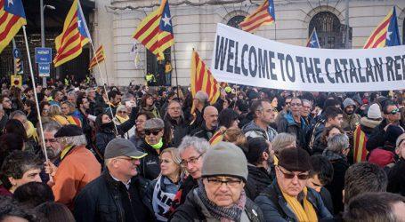 Συλλήψεις και τραυματίες σε διαδηλώσεις με αφορμή τη συνεδρίαση του υπουργικού συμβουλίου στη Βαρκελώνη