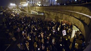 Στον δρόμο χιλιάδες Ούγγροι κατά δύο νόμων του Ορμπάν