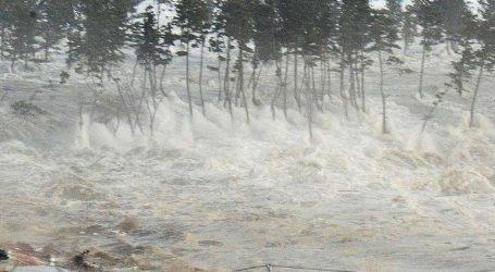 Τουλάχιστον 20 νεκροί και 165 τραυματίες από τσουνάμι που έπληξε παραλίες γύρω από τον πορθμό Σούντα