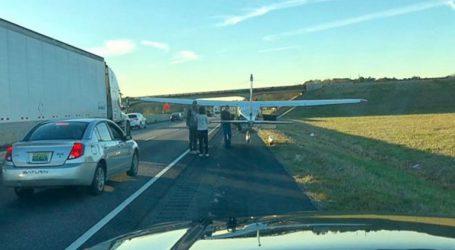 Αναγκαστική προσγείωση αεροσκάφους σε αυτοκινητόδρομο