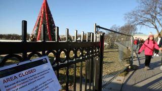 Μακριά από τα χριστουγεννιάτικα δέντρα της Ουάσινγκτον, Αμερικανοί και τουρίστες λόγω shutdown