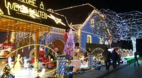 To «χριστουγεννιάτικο» σπίτι με τα 150.400 λαμπιόνια