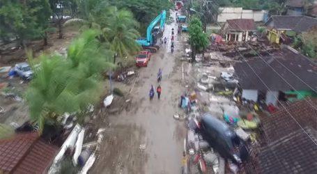 Εικόνες αποκάλυψης στην Ινδονησία μετά το φονικό χτύπημα του τσουνάμι