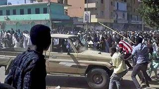 Δεκαεννέα νεκροί σε οκτώ ημέρες διαδηλώσεων και μία παραίτηση αξιωματούχου