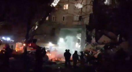 Τουλάχιστον δύο νεκροί μετά την κατάρρευση 10οροφης πολυκατοικίας λόγω έκρηξης φυσικού αερίου