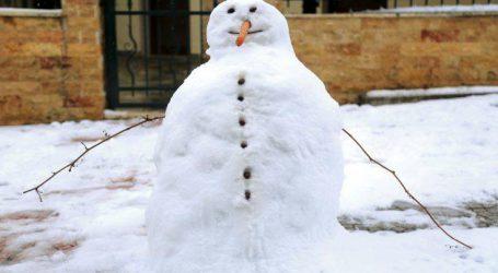 Άρχισε να χιονίζει στο νομό Τρικάλων