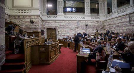 Ένταση στη Βουλή για τις μειώσεις των συντάξεων